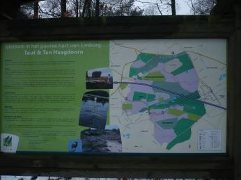 een infobord zorgt ervoor dat je weet waar je aan het wandelen bent