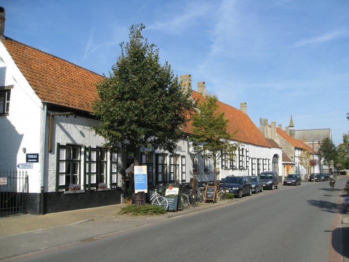in de pittoreske dorpskern van Klemskerke
