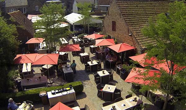 terrasje onderweg, Oud Gemeentehuis in Varsenare
