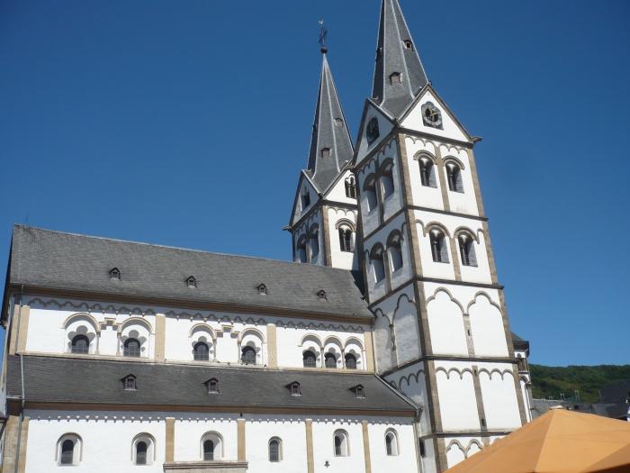 tijdens onze Moezeltrip kregen we af en toe kerken te zien met 2 bijna identieke torens