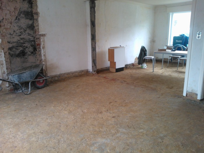 muren en schouw verwijderd en vloer uitgebroken