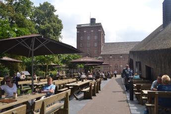 terras van abdij Koningshoeven waar ze de lekkere La Trappe trappist brouwen