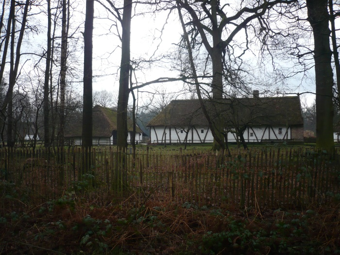 nog een glimp van de huisjes in het openluchtmuseum