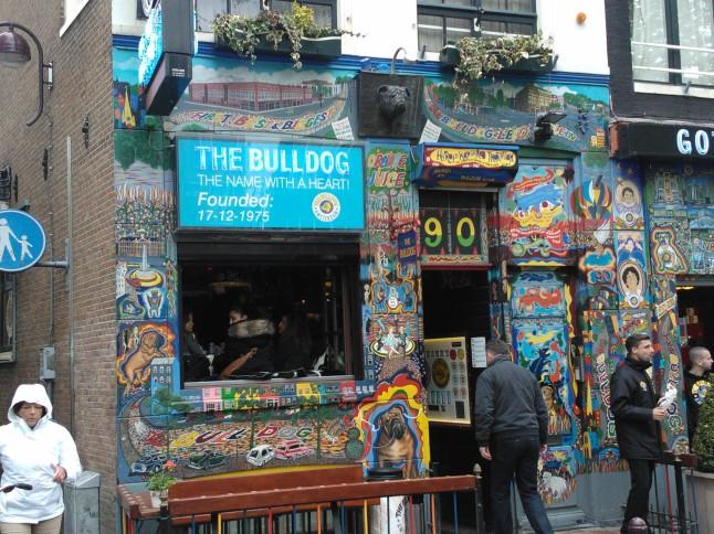 The Bulldog, een van de oudste coffeeshops van Amsterdam