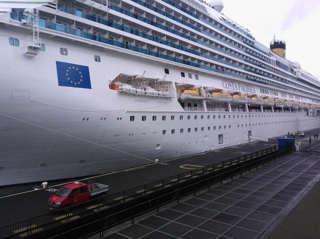 de Costa Pacifica, waar zowat 3700 passagiers en 1100 bemanningsleden aan boord kunnen